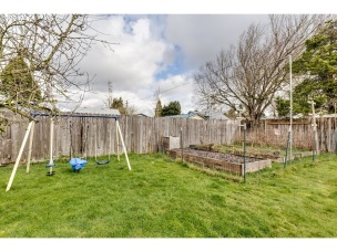 Raised beds in back (listing photo)
